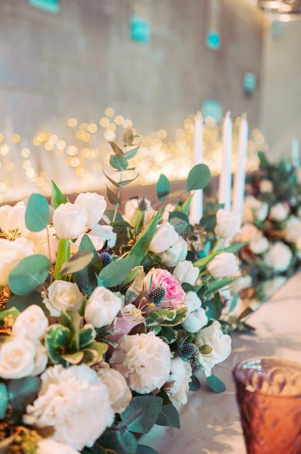 在婚姻的淡色自然装饰的宴会装饰 免版税图库摄影