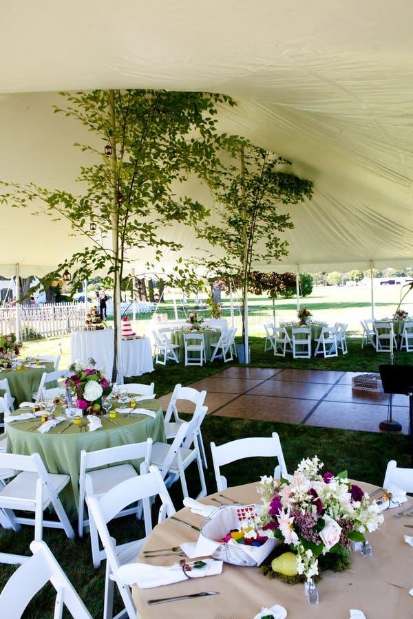 在婚礼之下的帐篷 免版税库存图片