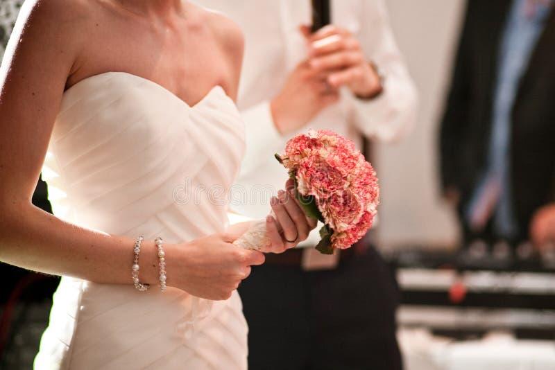 在婚礼的婚姻的花束 免版税库存照片