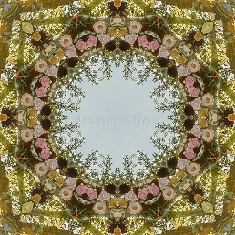 在婚礼的正方形圆花卉设计在有玫瑰和其他花的加利福尼亚 免版税库存图片