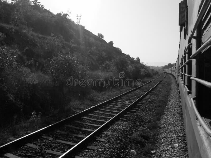 在孟买和果阿之间的铁路轨道 图库摄影