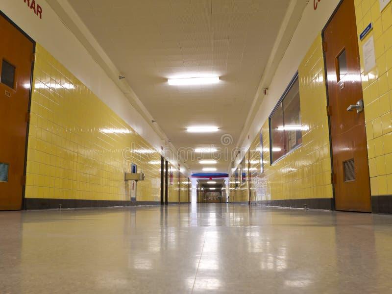 在学校倒空霍尔 库存图片
