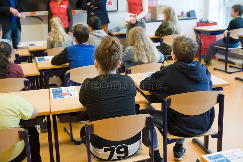 在学校课程的孩子 免版税图库摄影