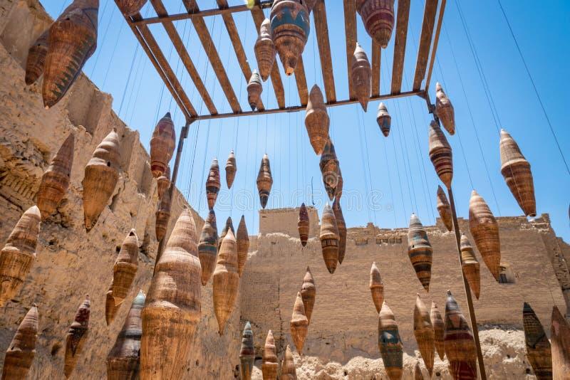 在它的庭院后喷泉的Borodjerdi豪宅在喀山,伊朗 飞翅庭院在喀山,伊朗 免版税库存照片