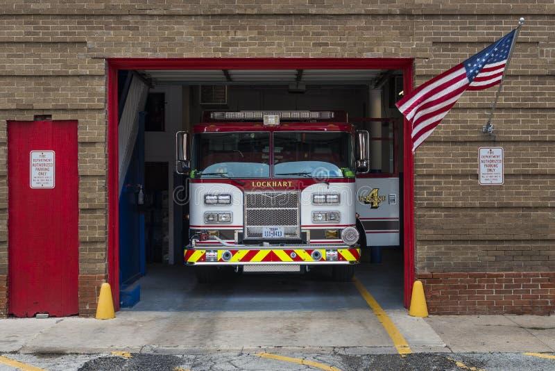 在它的车库的消防车在洛克哈特消防队在市洛克哈特,得克萨斯 免版税库存图片
