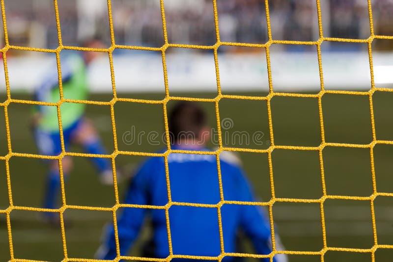 在守门员净额足球之后 图库摄影