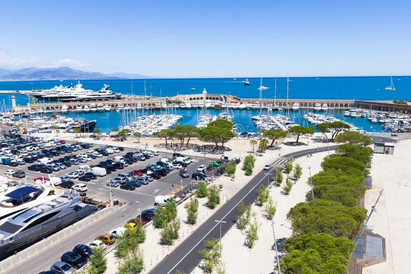 在安地比斯,法国海滨港的游艇  免版税库存图片