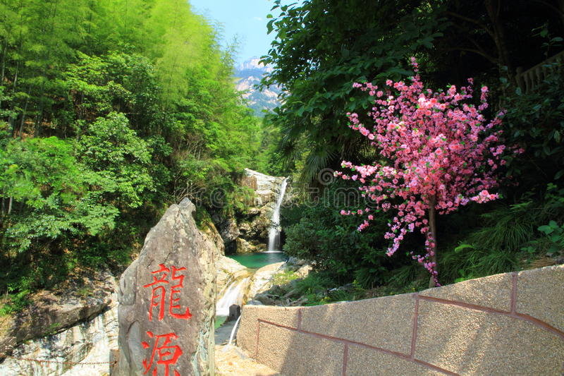 在安徽登上黄山的美好的瀑布风景 库存照片