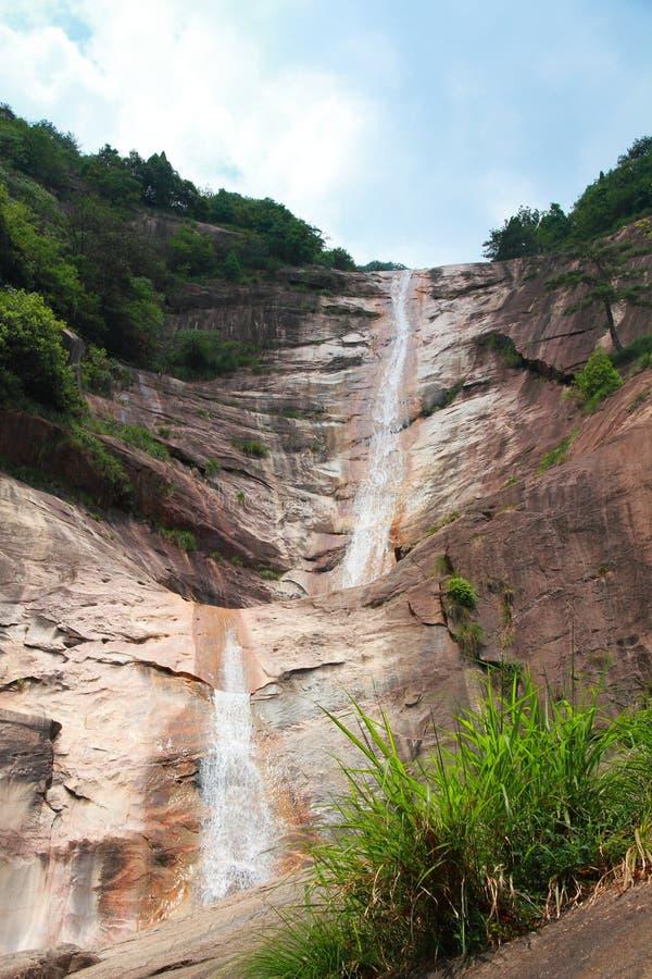 在安徽登上黄山的美好的瀑布风景 免版税库存图片