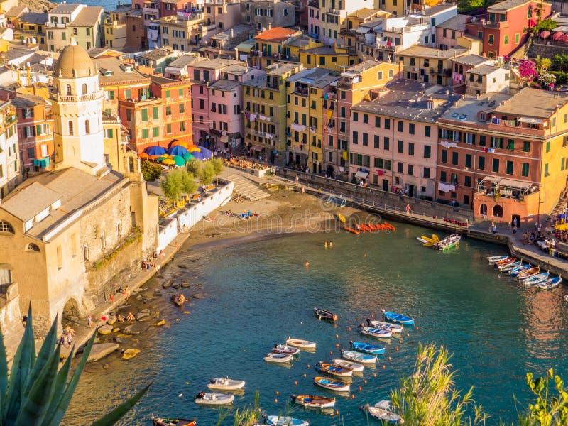 在安排海运旅游spezia的terre附近的cinque著名意大利la变化vernazza 库存照片
