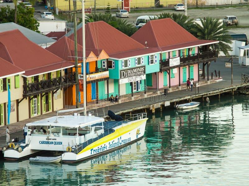 在安提瓜岛港口停放的筏 免版税库存照片