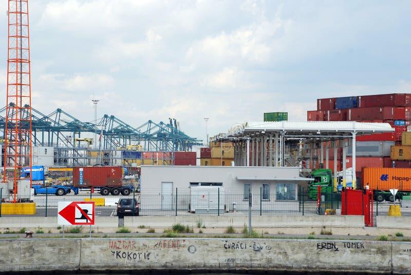 在安特卫普港的容器  库存图片