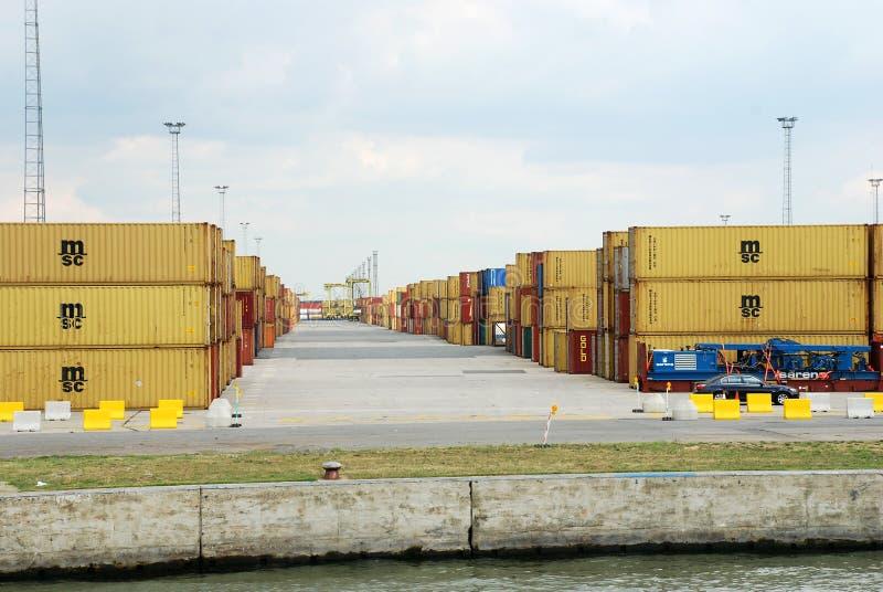 在安特卫普港的容器  图库摄影
