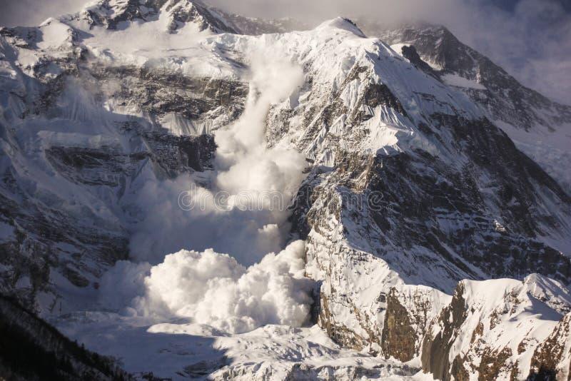 在安纳布尔纳峰山的雪崩在喜马拉雅山 图库摄影