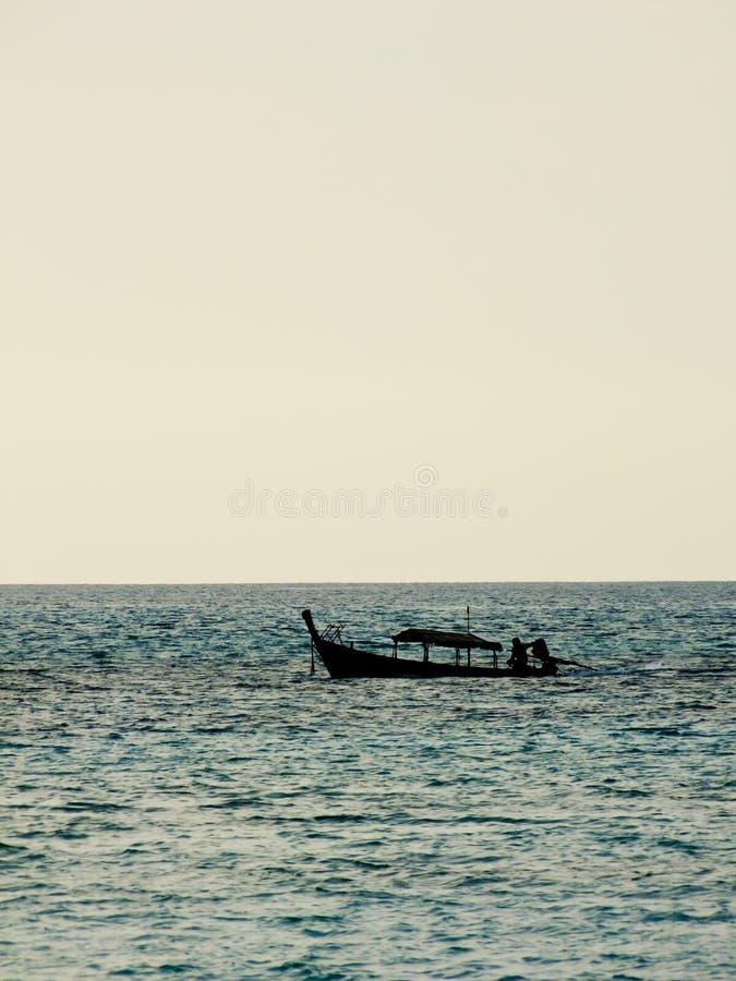 Download 在安达曼海,泰国现出轮廓地方渔船 库存照片. 图片 包括有 国家, 叶子, 局部, 旅行, 蓝色, 绿叶 - 30329520