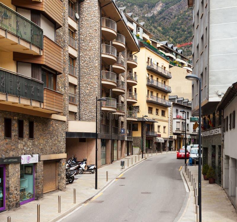 在安道尔la Vella,安道尔的狭窄的街道 库存照片