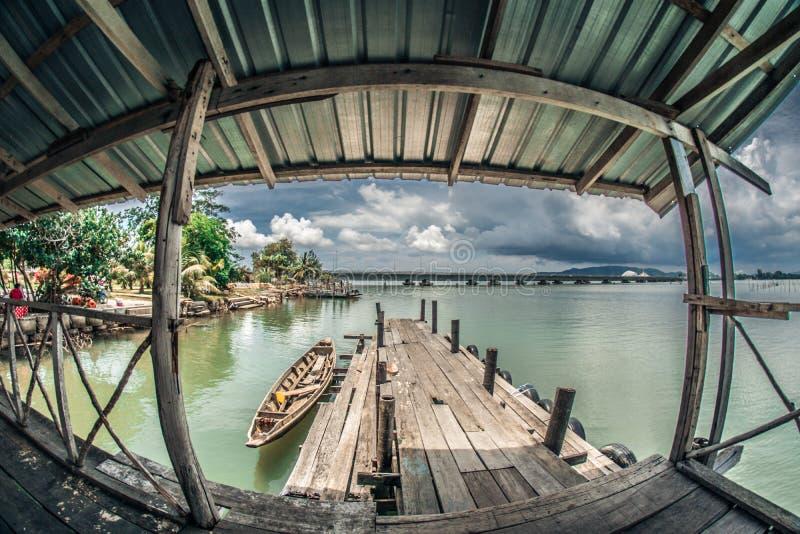 在宋卡湖的浮动跳船  免版税图库摄影