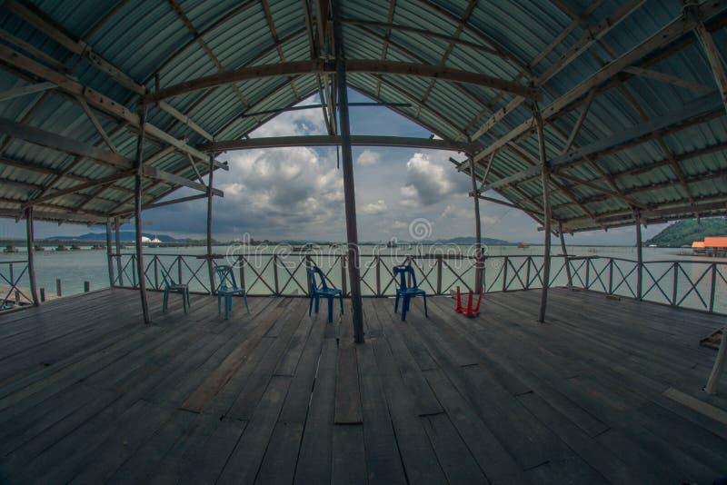 在宋卡湖的浮动跳船  图库摄影