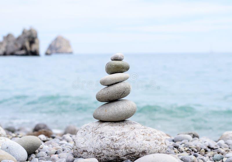 在完善的平衡的概念性被堆的石头 库存图片