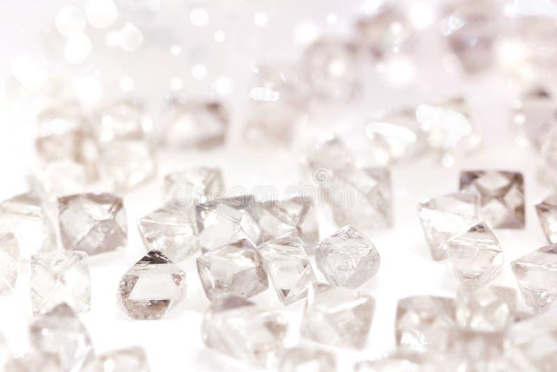 在宏指令的自然透明金刚石在白色 免版税库存照片