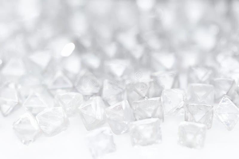在宏指令的自然透明金刚石在白色 库存图片