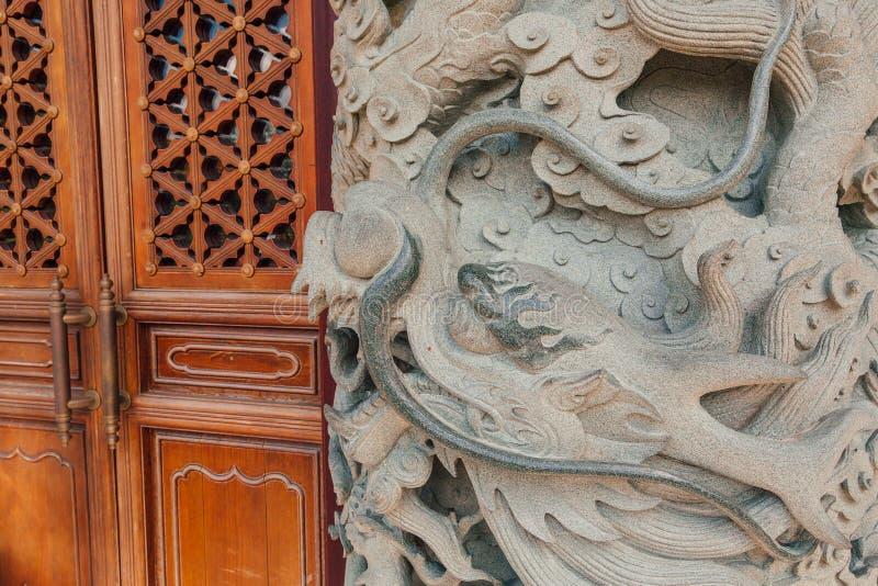 在宝莲寺的石龙专栏 免版税图库摄影