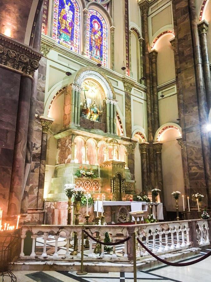 在宣武门天主堂的旁边法坛,昆卡省厄瓜多尔 免版税库存照片