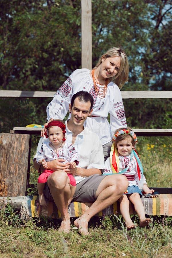在室外的乌克兰家庭 库存照片
