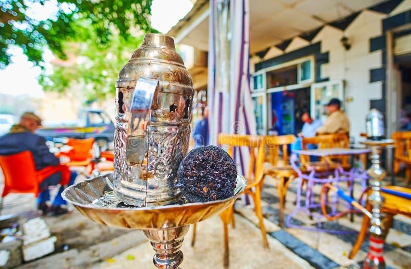 在室外茶馆,开罗,埃及的水烟筒 免版税图库摄影