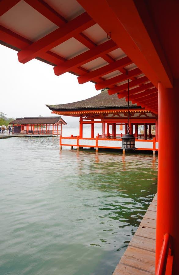 在宫岛专区的老寺庙 库存照片