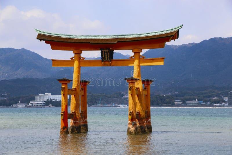 在宫岛海岛,日本上的著名浮动鸟居门O鸟居 免版税库存图片
