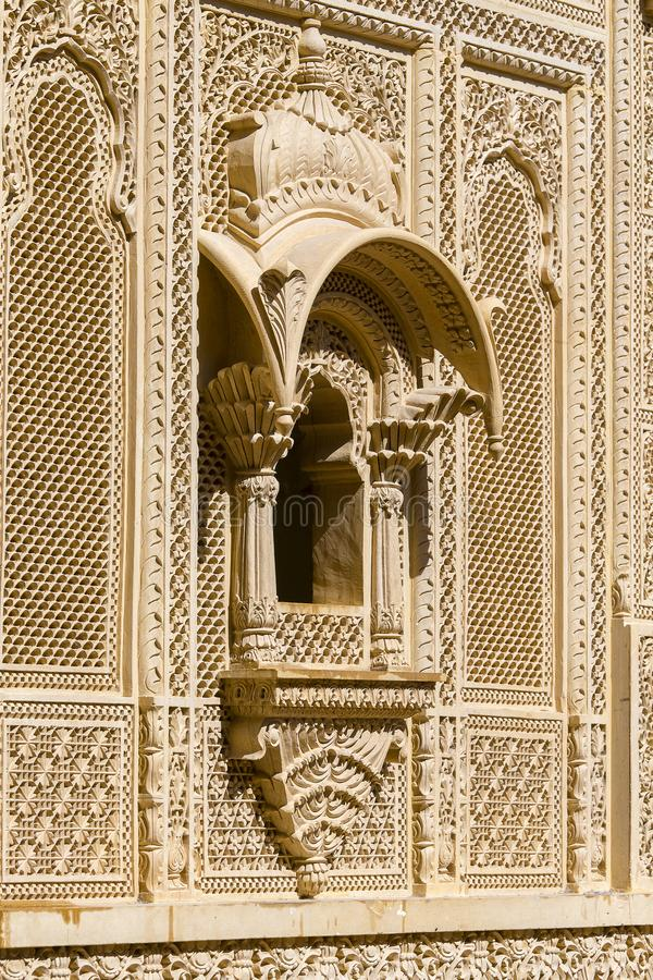 在宫殿墙壁上的印地安装饰品Jaisalmer堡垒的,印度 库存照片