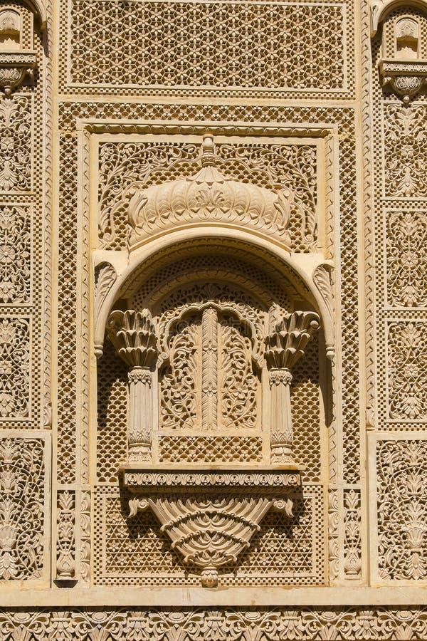 在宫殿墙壁上的印地安装饰品Jaisalmer堡垒的,印度 库存图片