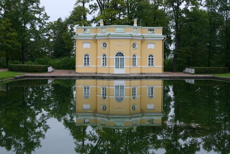 在宫殿彼得斯堡st附近的凯瑟琳 免版税库存图片