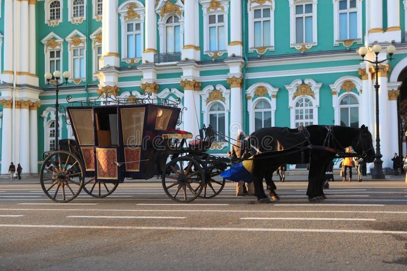 在宫殿正方形的教练 彼得斯堡俄国st 免版税库存图片