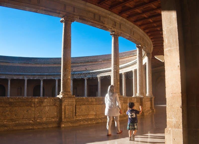 在宫殿里面在阿尔罕布拉宫。格拉纳达,西班牙 免版税图库摄影