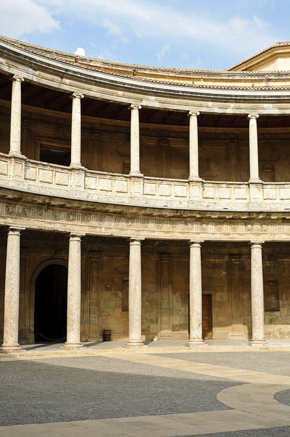 在宫殿v里面的阿尔汉布拉卡洛斯 免版税库存照片