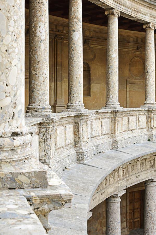 在宫殿v里面的阿尔汉布拉卡洛斯 免版税图库摄影