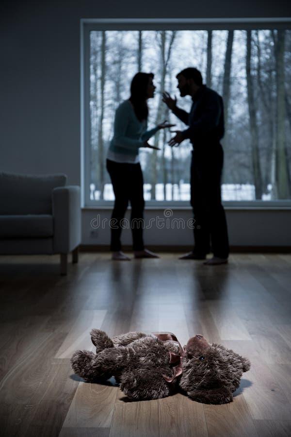 在家争论的父母 库存照片