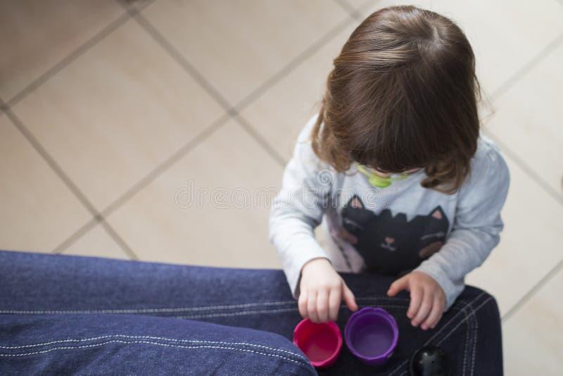 在家使用小孩的女孩 库存图片