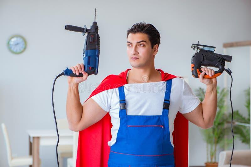 在家工作特级英雄的安装工 免版税库存图片