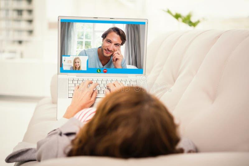 在家微笑美丽的妇女的特写镜头的综合图象  库存照片