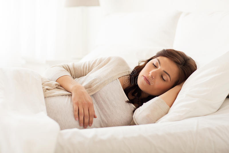 孕妇梦到一群小狗在睡觉