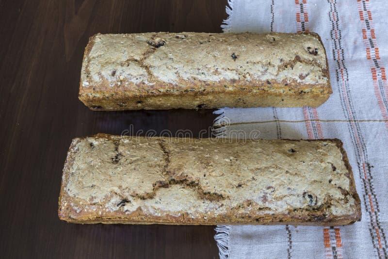 在家被烘烤的两个面包 烹调小馅饼波兰 库存图片