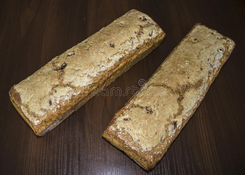 在家被烘烤的两个面包 免版税图库摄影