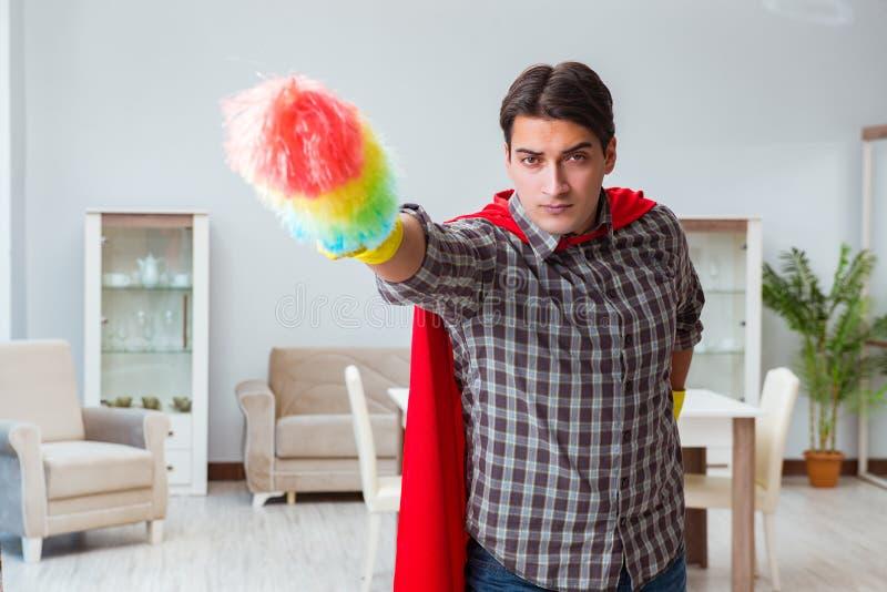 在家运作特级英雄的擦净剂 免版税图库摄影