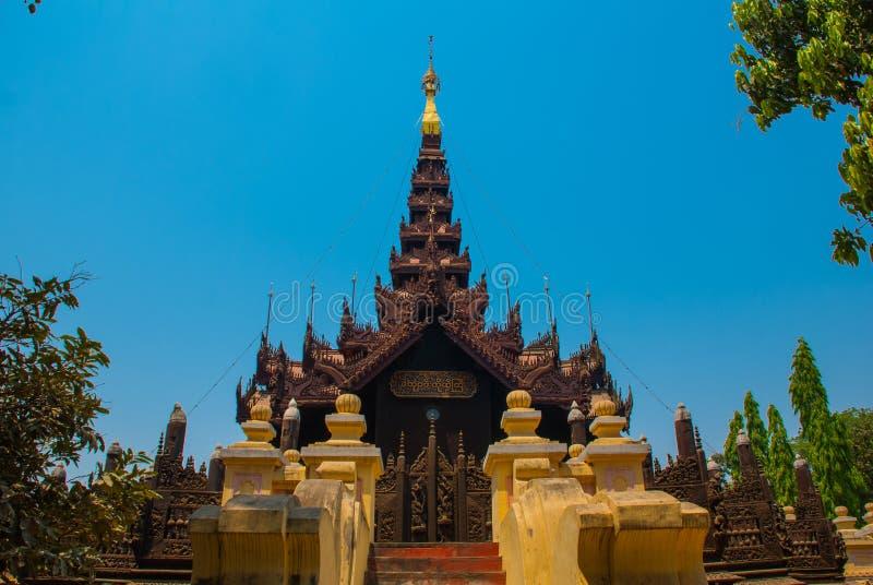 Download 在容器Kyaung的Shwe是木柚木树修道院在曼德勒,缅甸 库存照片 - 图片 包括有 没人, 修道院: 72364534