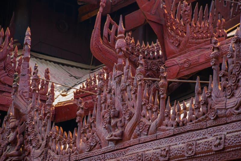 Download 在容器Kyaung的Shwe是木柚木树修道院在曼德勒,缅甸 库存图片 - 图片 包括有 聚会所, 发芽: 72365289