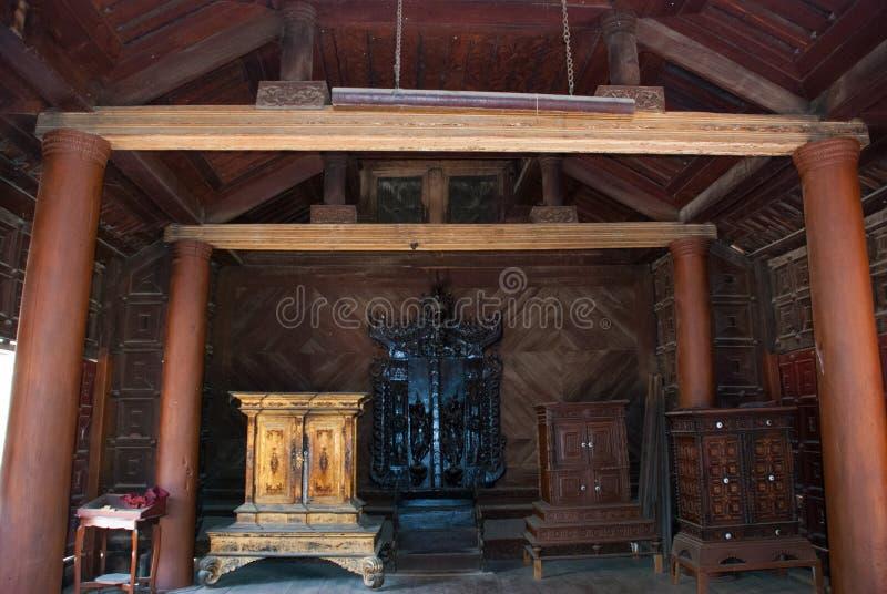 Download 在容器Kyaung的Shwe是木柚木树修道院在曼德勒,缅甸 库存图片 - 图片 包括有 票据, 拱道: 72365539