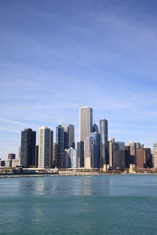 在密歇根湖的芝加哥地平线 免版税图库摄影